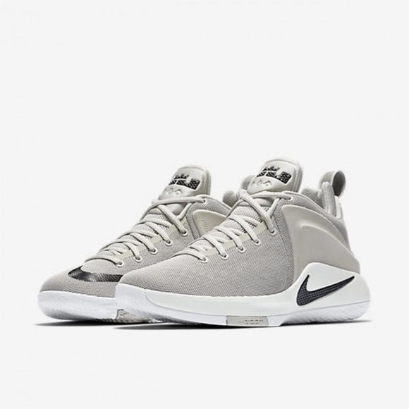 a45ab2b8abf0 Nike Lebron Zoom Witness Men s Athletic Shoes. M 5ae6719c3a112e76af3922f8